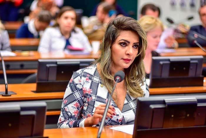 Foragida, ex-deputada federal do Amapá pede liberdade provisória