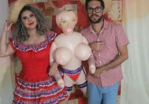 VÍDEO: briga generalizada envolvendo uma boneca inflável ganha a web