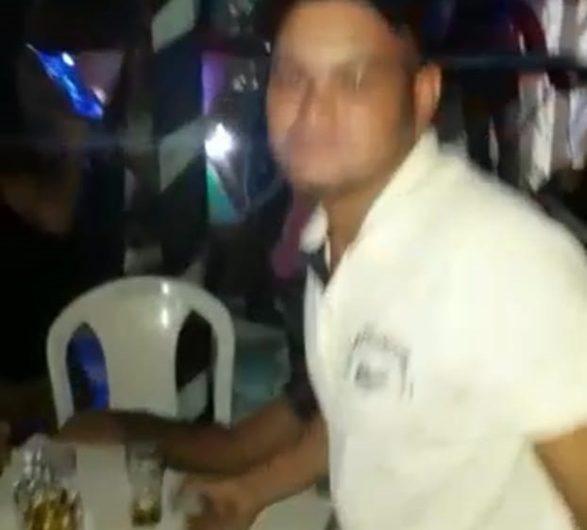 Homem invade aniversário, bebe, come e depois ataca morador