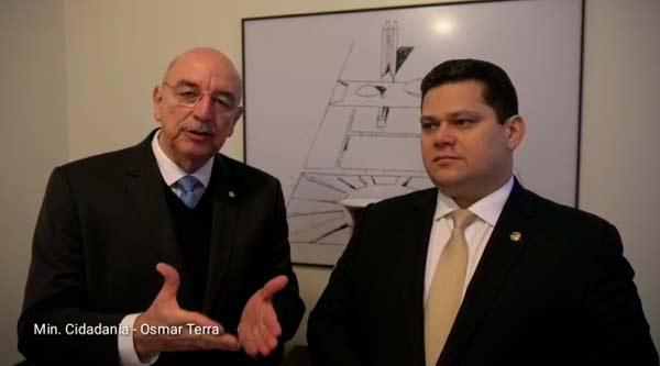 Ministro confirma a Davi entrega de frota para agricultura do Amapá
