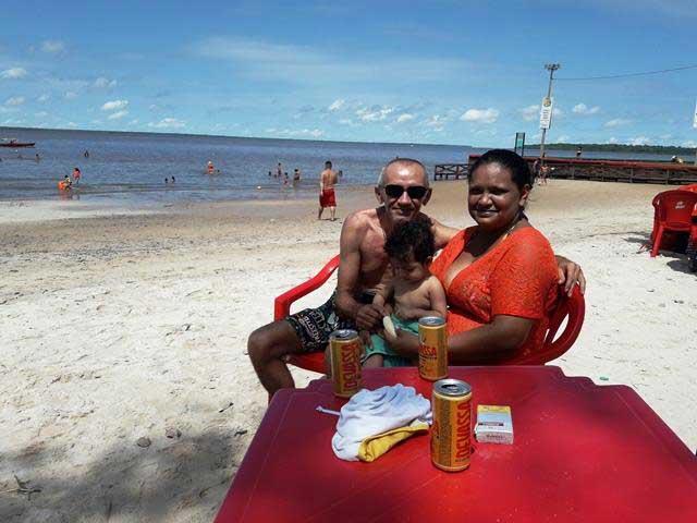 """Banhistas aprovam a """"Prainha"""" no Macapá Verão: ideal para a família"""