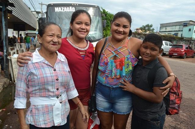 Famílias encaram 70 km de ônibus para prestigiar Festa de São Tiago