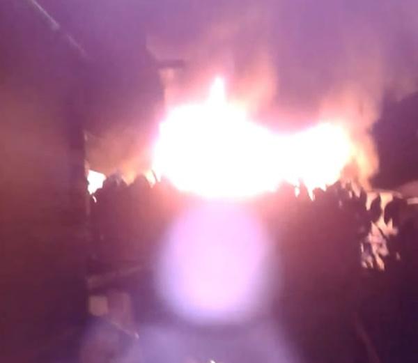 Após incêndio consumir casa, vizinhos pedem ajuda