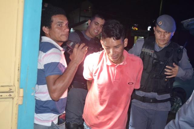 Após roubar mãe e filha e ser preso, ladrão chora