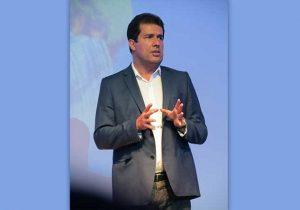 Escritor André Trigueiro palestra sobre valorização da vida em Macapá