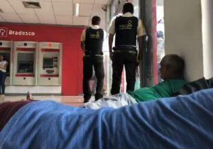 VÍDEOS mostram PM ferido, clientes no chão e chegada ao HE