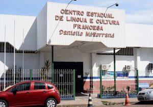 Danielle Mitterrand oferta 435 vagas em cursos gratuitos de francês