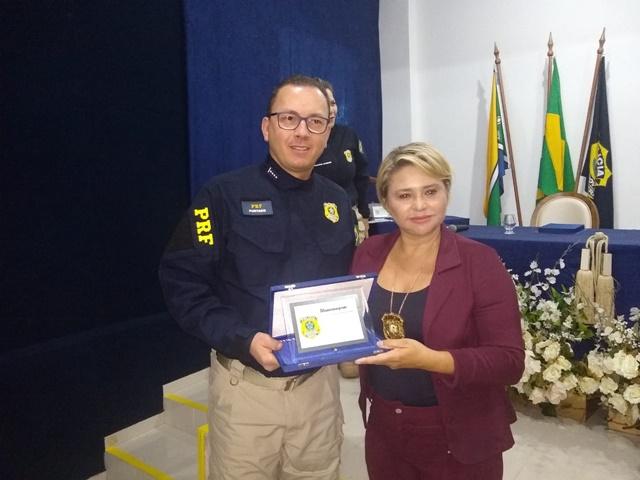Delegada que prendeu assassinos de PRF é homenageada