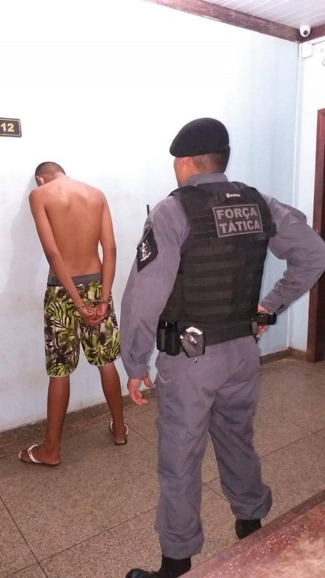Força Tática flagra jovem vendendo cocaína no Macapaba 2