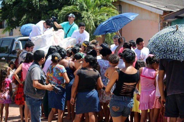 Voluntários pedem doações para sopão que será distribuído em hospital