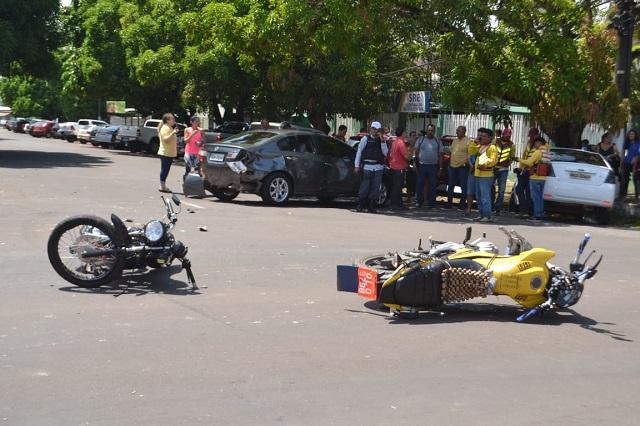 Ladrão leva bolsa de passageira morta em colisão