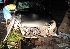 Homem é roubado, atropela assaltantes, mas tem carro destruído por comparsas