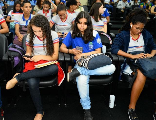 No Amapá, pais e alunos podem acessar notas e frequência escolar pelo celular