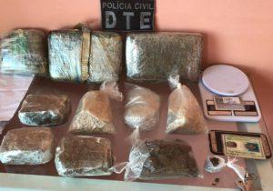 Trabalhando para facção, casal é preso com 5kg de drogas