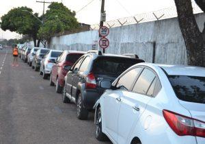 Condutores criticam proibição e estacionam no entorno do Aeroporto