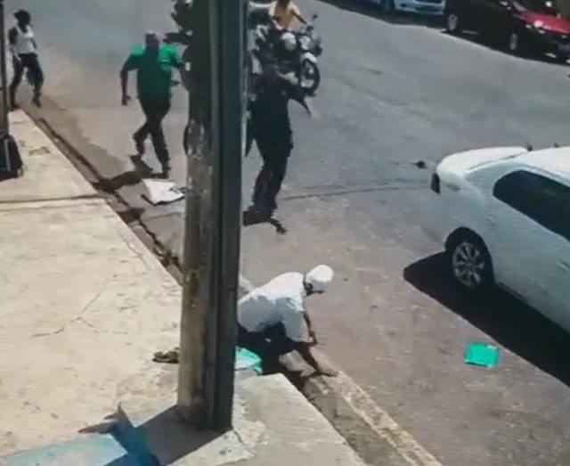 VÍDEO: Homem é perseguido e atropelado no centro de Macapá