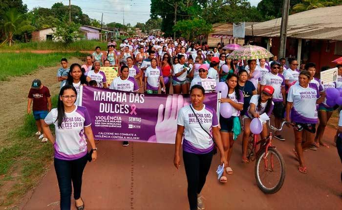 Marcha lembra casos de violência contra mulheres em Calçoene