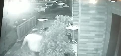 Policial civil confessa ter efetuado disparos em bar; VÍDEOS mostram ação