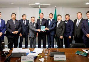 Governadores pedem que Bolsonaro aceite ajuda, e apresentam plano para Amazônia
