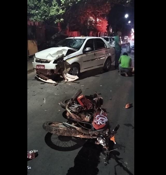 Motoqueiro morre em colisão com táxi em Laranjal do Jarí