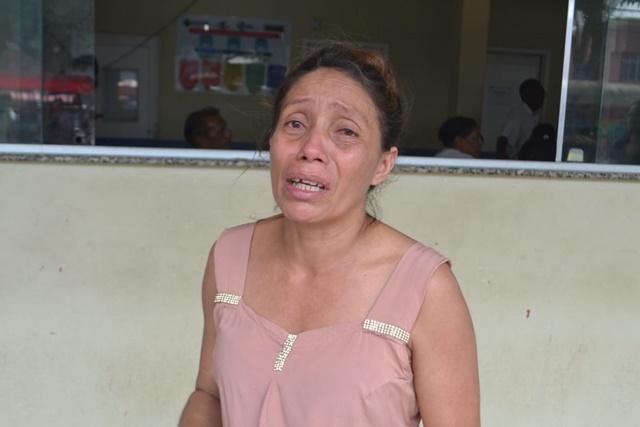"""Sem medicamentos, mãe de jovem se desespera: """"Ele está apodrecendo"""""""