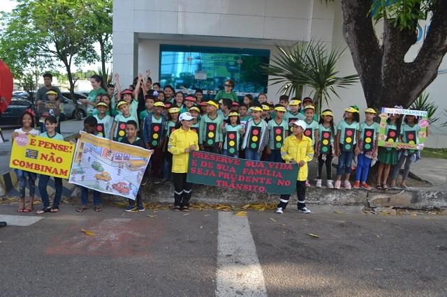 Crianças pedem paz no trânsito em Macapá
