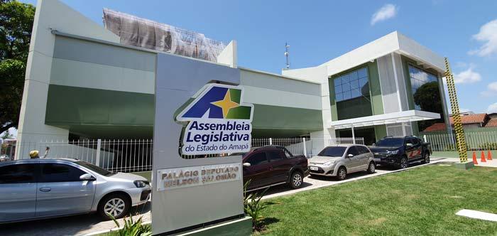 Ex-secretário da Alap tenta salvar emprego público