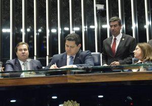 Senado promulga emenda que libera megaleilão do pré-sal