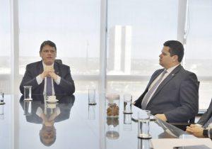 Em reunião com Davi, ministro dá nova data para pavimentação da BR-156