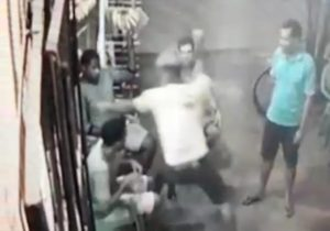 VÍDEO: Jovem morre após ser esfaqueado por rival