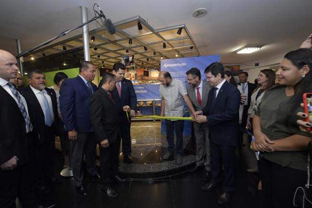 Senadores abrem exposição sobre o Amapá