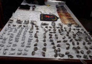 """""""Feirão da droga"""" termina com 5 presos e mais de 400 porções apreendidas"""