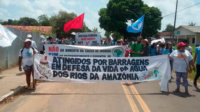 Não é só o fogo que destrói a Amazônia, dizem atingidos por barragens