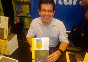 """Livro sobre a """"República do Cunani"""" é lançado em Macapá"""