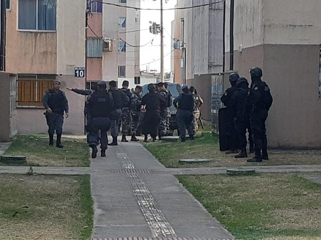 URGENTE: criminoso faz mulher refém em apartamento do Açucena