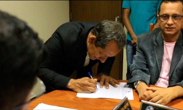 Em Santana, policial civil assume vaga de vereador cassado