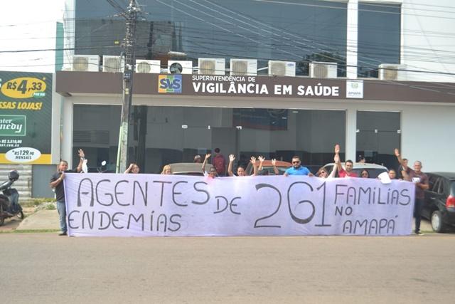 Com 4 meses de salários atrasados, agentes de endemias fazem manifestação