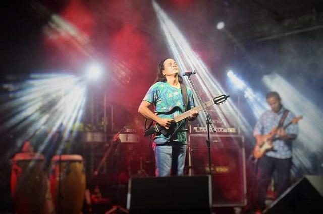 Com homenagem à benzedeira, Roni Moraes faz show em Macapá