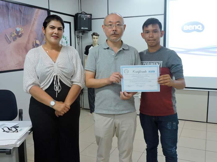 Moradores ribeirinhos recebem certificados de informática na Amcel