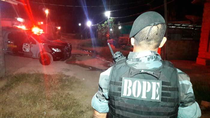 URGENTE: Homem que decapitou rival morre em confronto com a polícia