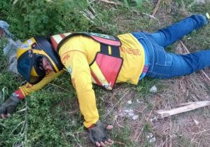 Brincadeira de mau gosto: mototaxista finge morrer em acidente no Amapá
