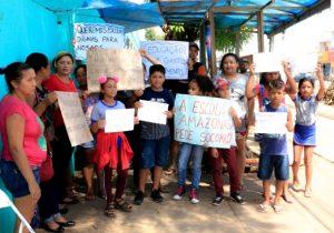 Comunidade exige merenda e infraestrutura em escola de Santana