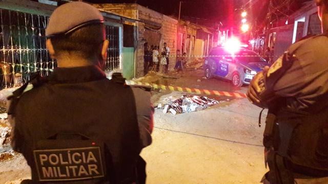 Tiros na cabeça: ex-presidiário é executado por dupla que foge em moto