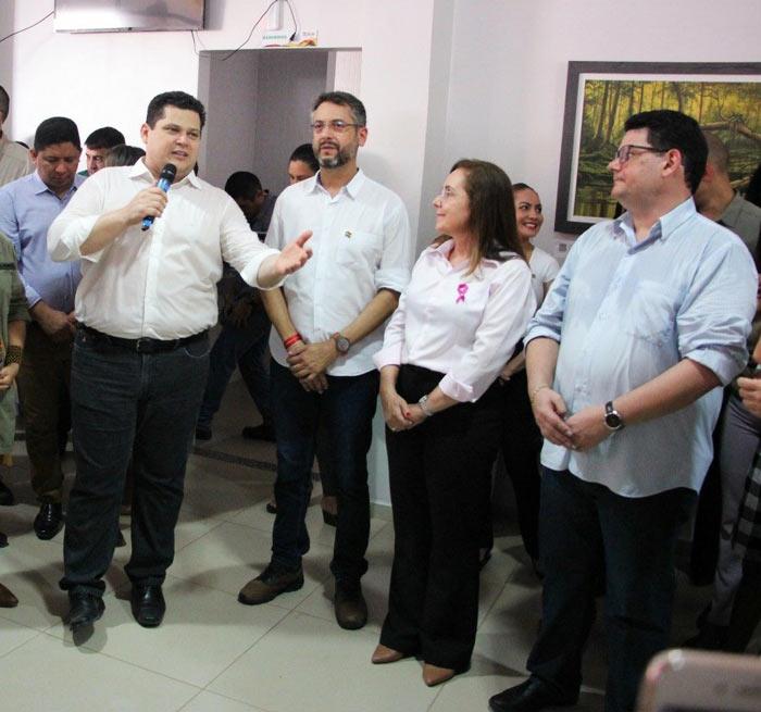 Josiel cola em Davi em gesto que aponta para pré-candidatura do DEM