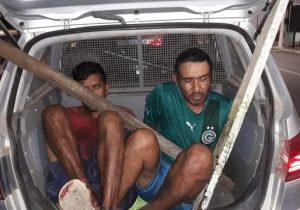 Ladrões fingem dormir na calçada para roubar loja