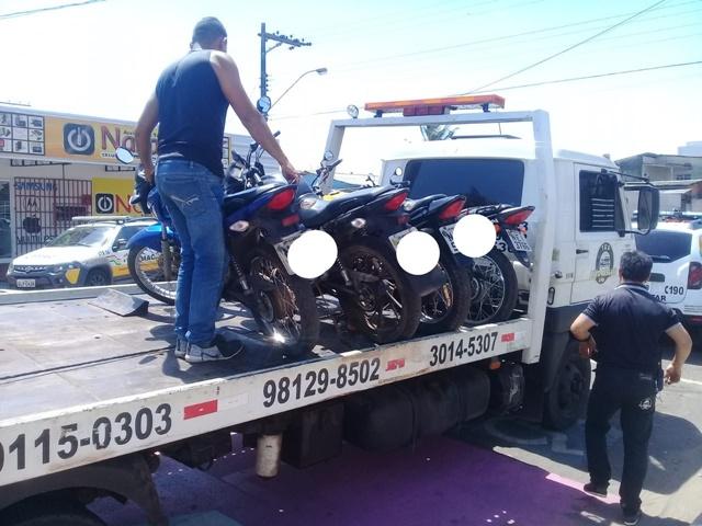 Em ação contra clandestinos, mototaxista é flagrado com faca
