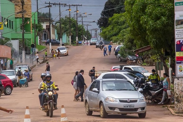 Em Oiapoque, Waldez anuncia convênios para Rodoviária e lixeira pública