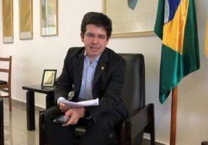 Após denunciar confisco, senador cobra respiradores para UTI's no Amapá