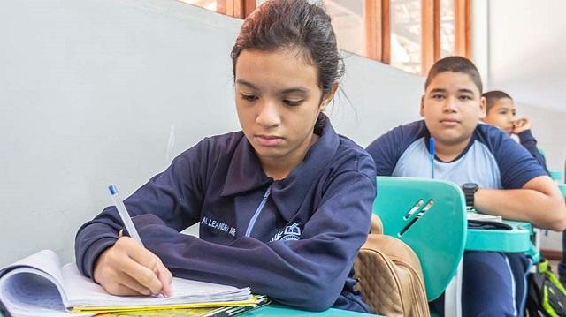 """Alunos de """"escola militar"""" do Amapá superam média nacional no Enem"""