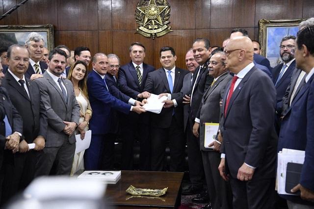 Novo pacto federativo prevê R$ 500 bilhões para Estados e Municípios